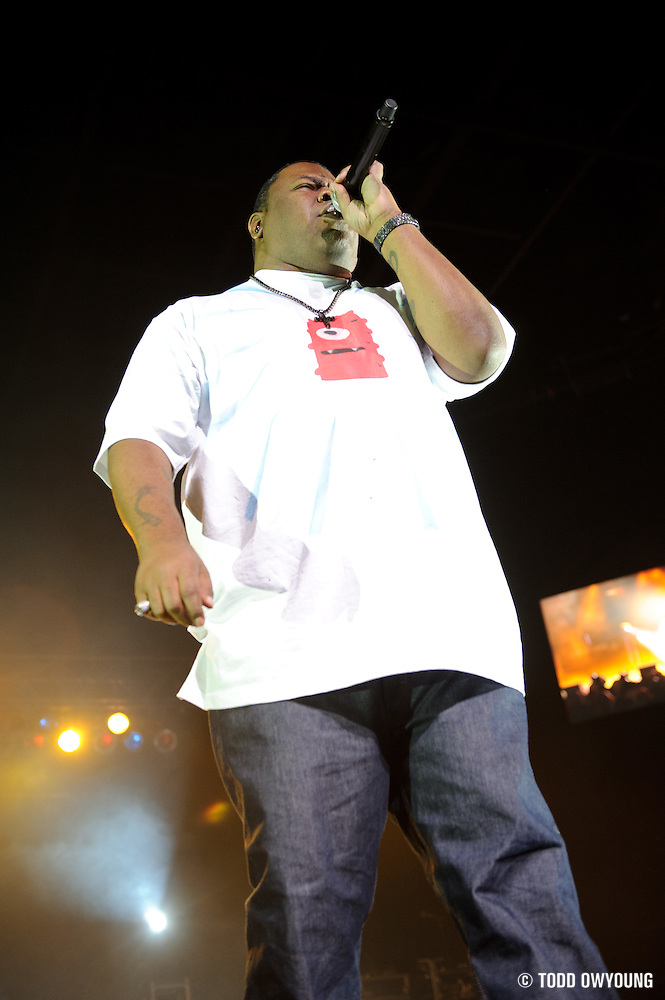 Biz Markie performing on the Legends of Hip Hop Tour at the Chaifetz Arena in St. Louis, Missouri on March 12, 2011. (Todd Owyoung)