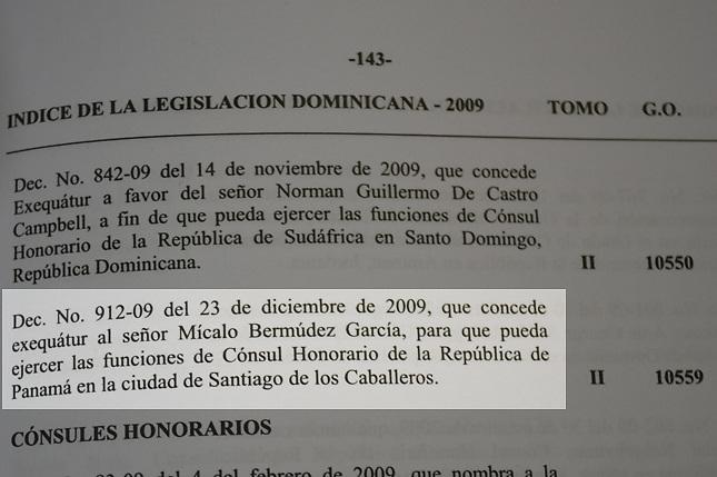 Foto de la Gaceta Oficial en donde aparece el decreto presidencial que otorga a Mícalo Bermúdez la autorización para ser Cónsul Honorario de Panamá en República Dominicana, con asiento en Santiago de los Caballeros.