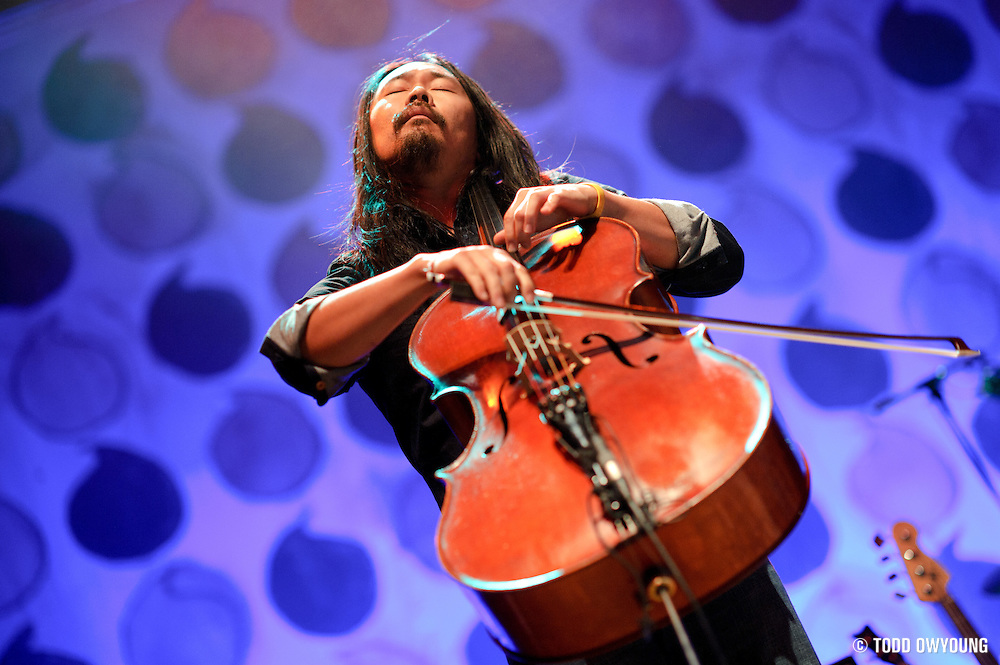 Photos of The Avett Brothers performing at the Pageant in St. Louis on September 24, 2010. (Todd Owyoung)