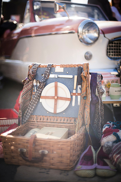 Vintage picnic set at The Classic Car Boot Sale, South Bank, London, England, United Kingdom, Europe (Matthew Williams-Ellis)