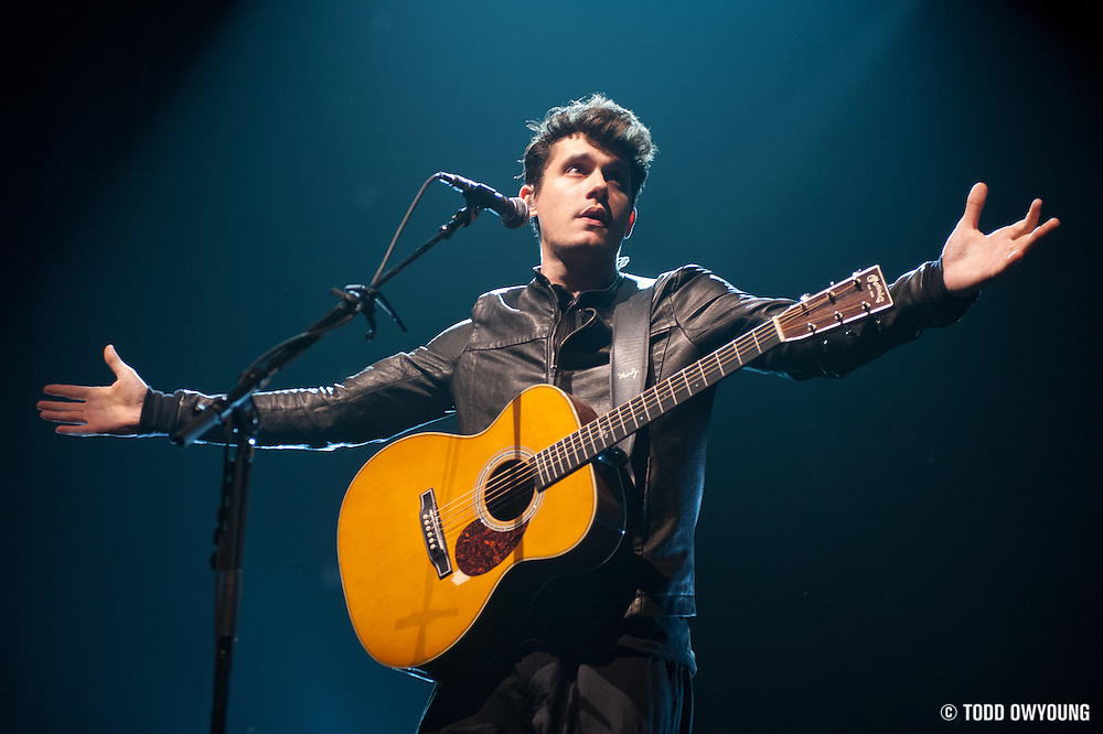 Singer/guitarist John Mayer performing live at the Scottrade Center in St. Louis on March 20, 2010 on the Battle Studies Tour. (Todd Owyoung)