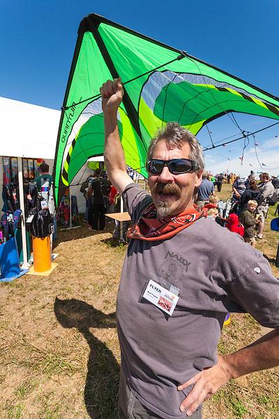 Bud Taylor, owner of The Kite Guys, Airdrie, Alberta. Windscape Kite Festival, Swift Current, Saskatchewan. (Darrell Noakes)