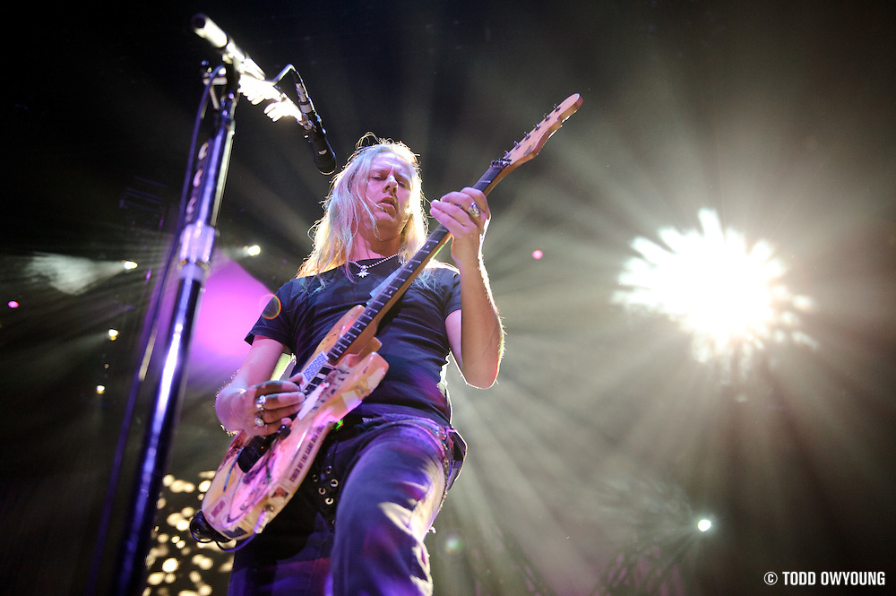 Alice in Chains performing on the Black Diamond Skye Tour on October 1, 2010 at the Scottrade Center in St. Louis. (Todd Owyoung)