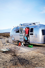 Full-time Airstreamers Mike and Kelly settle into their boondocking campsite in the Anza Borrego desert of California. (Seth K Hughes)